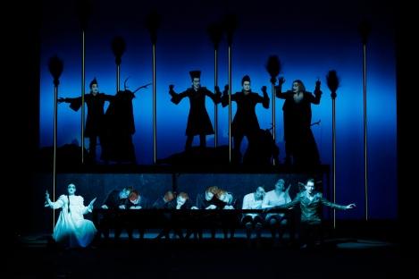 PETER PAN von Robert Wilson / CocoRosie im Berliner Ensemble
